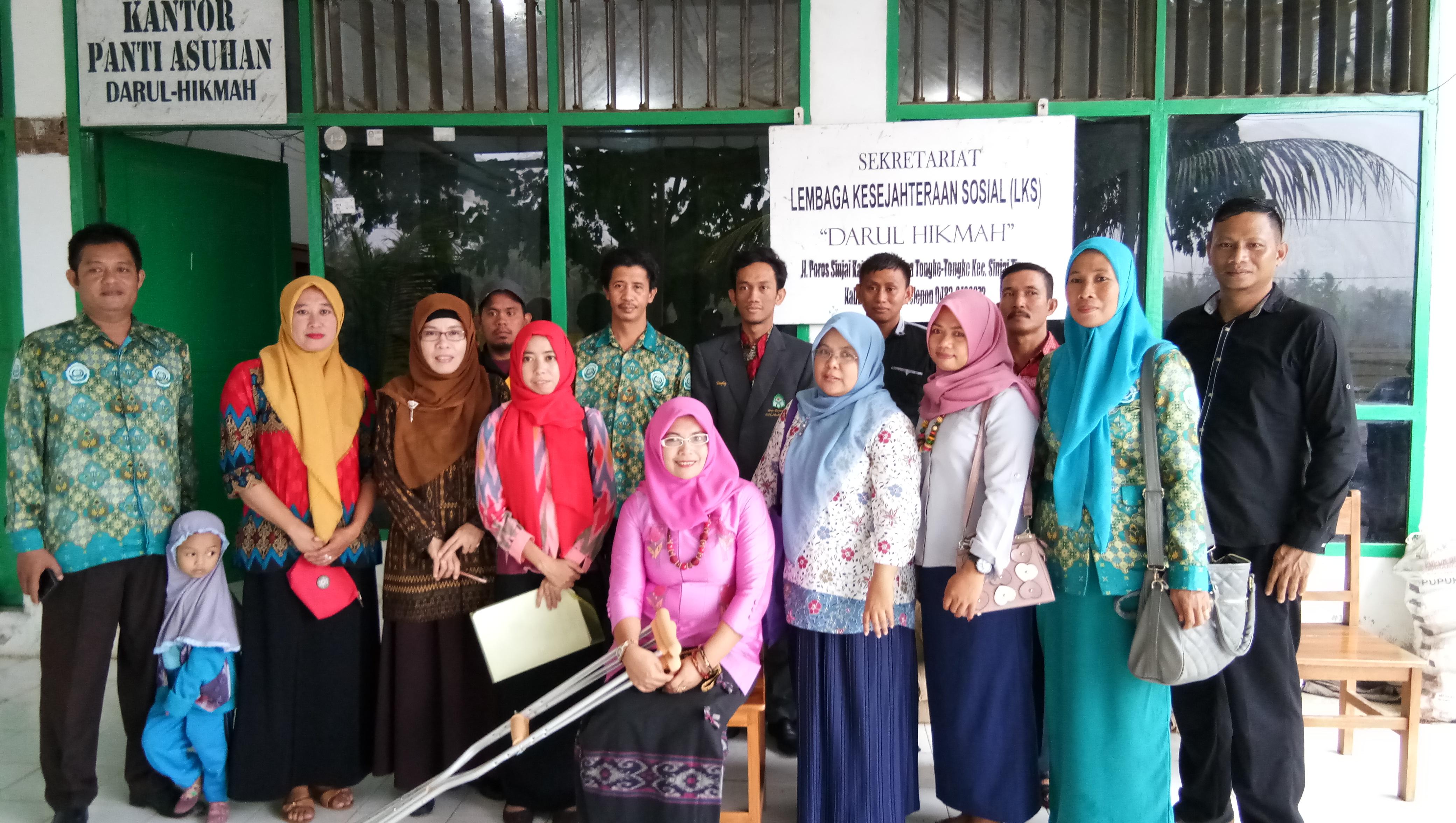 Pengabdian Masyarakat di Perpustakaan Yayasan Pesantren Darul Hikmah Kec. Sinjai Timur Kab. Sinjai